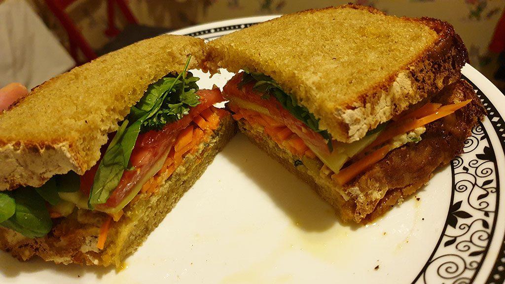 и на сандвич - домашен хляб
